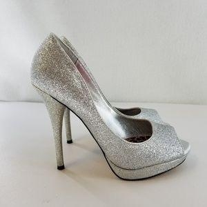 BETSEY JOHNSON Silver Metallic Heels Sz 6 M